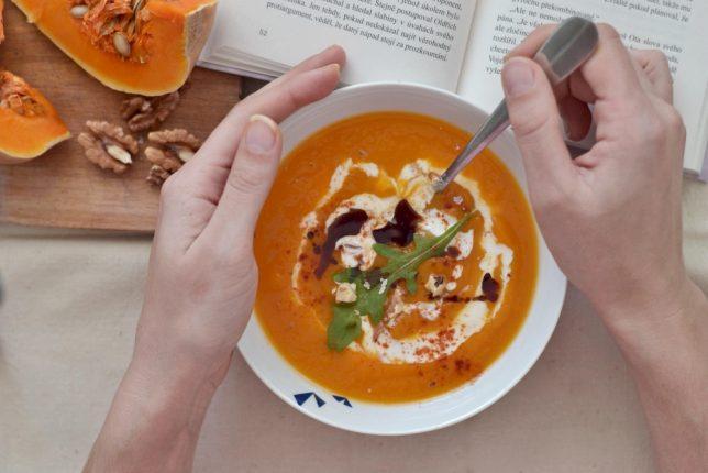 Dýňovo-batátová polévka s kokosovým kefírem WUGI_OMG